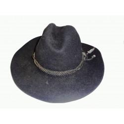 černý kovbojský klobouk