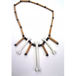 náhrdelník z korálků a kostí