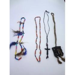 náhrdelník z korálků a kostí a kůží