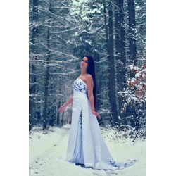 bílé šaty s vlečkou