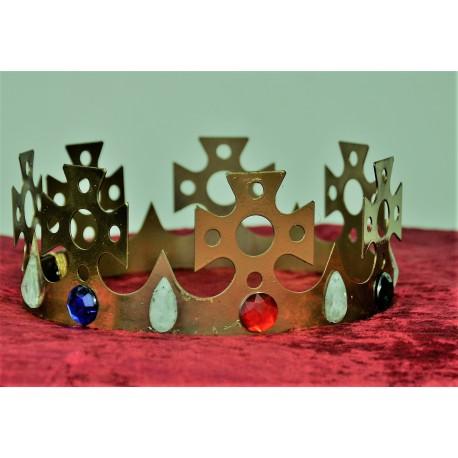 kovová koruna  zlatá s kamenama  - královská