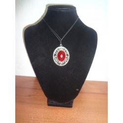 stříbrný přívěšek s červeným kamenem