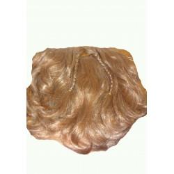 vousy blond kudrnaté